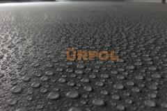 terasda polyurea üzerine düşen yağmur taneleri